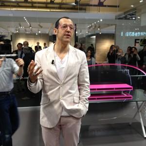 Karim Rashid auf dem Newform-Stand