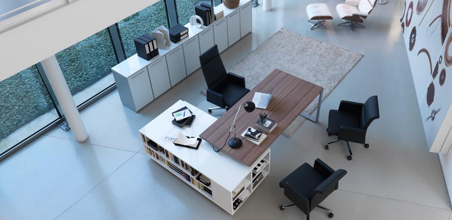 herr peter albrecht w hlte la mercanti planeta von dvo b roschreibtische. Black Bedroom Furniture Sets. Home Design Ideas