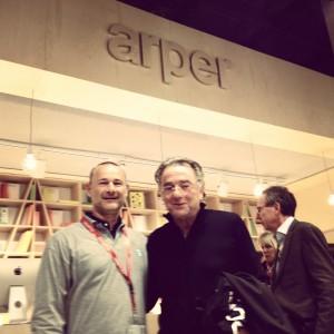 Auf dem Stand von Arper mit Alberto Lievore